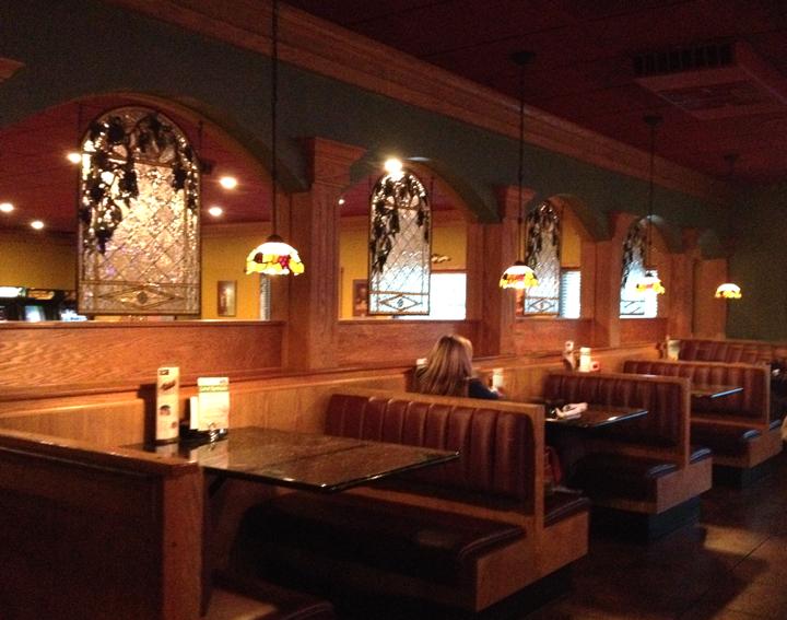 Pias bar dining area